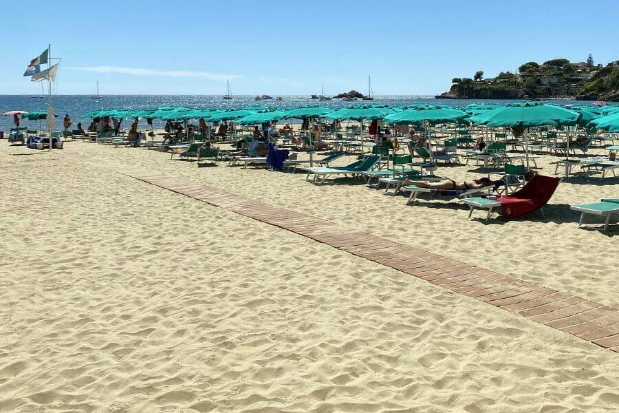 spiaggia di Serapo Gaeta bandiera blu 2021